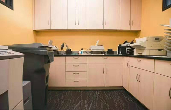 静安办公室永利棋牌游戏大厅时如何更好地布置办公设备